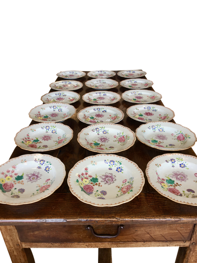 Chinese Export, 12 plates and 7 bowls, c. 1760 Famille Rose - Helen Storey Antiques