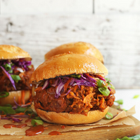 The Best 4th of July Vegan 'Pulled Pork' Sandwich!