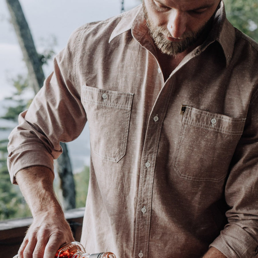 With the style of a shirt and the strength of a coat, the Gunner Cotton Twill Shirt Jac keeps you warm all season long 㒓�wherever your wanderings take you.