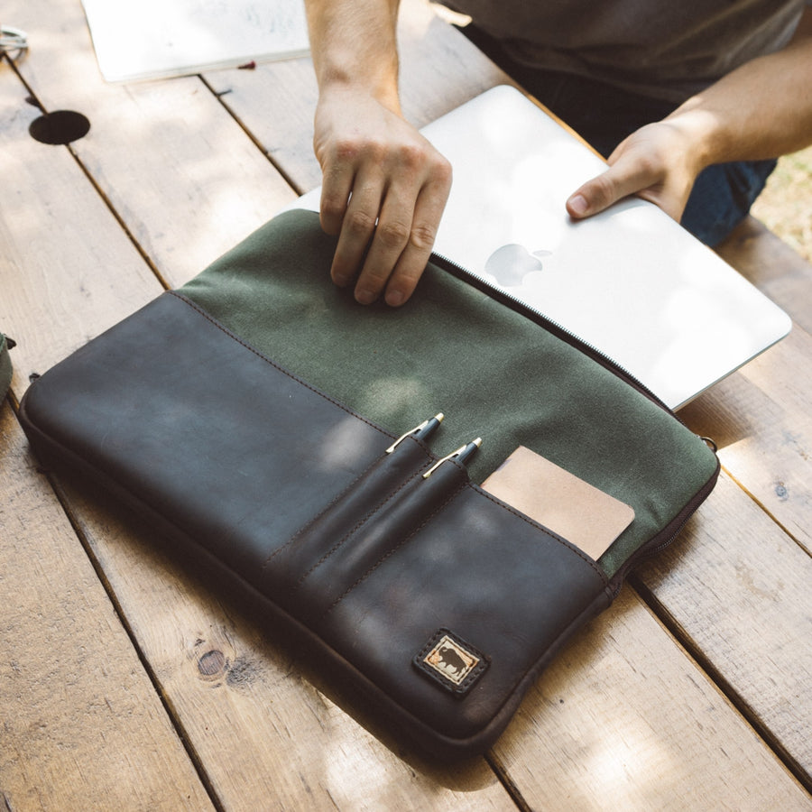 Elkton Waxed Canvas 15 Inch Laptop Case | Green w/ Dark Walnut Leather