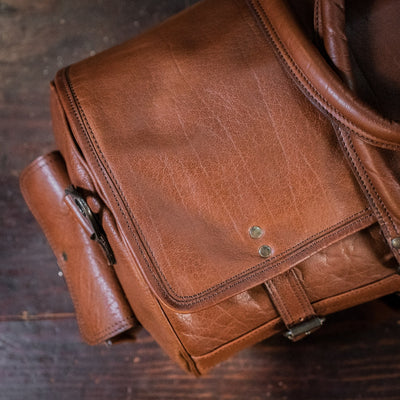 Vintage Leather Travel Duffle Bag | Amber detail
