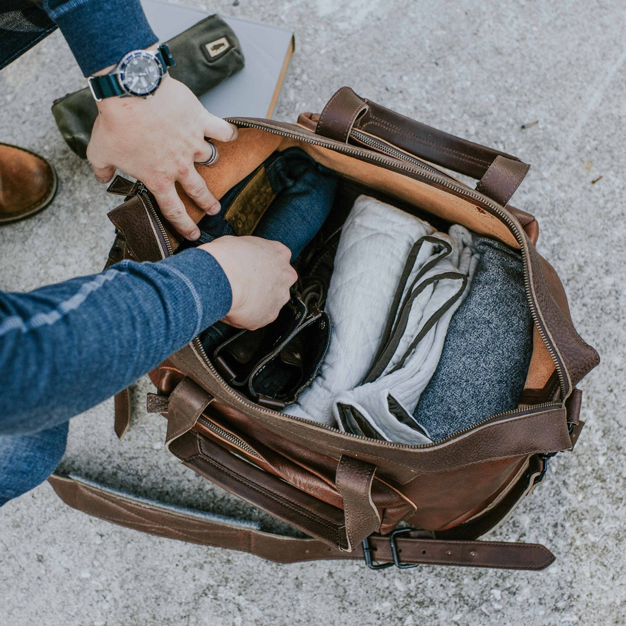 Dakota Waxed Canvas Oversized Weekend Bag | Field Khaki w/ Chestnut Brown  Leather hover