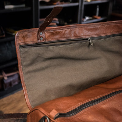 Men's Classic Buffalo Leather Travel Duffle Bag | Amber interior