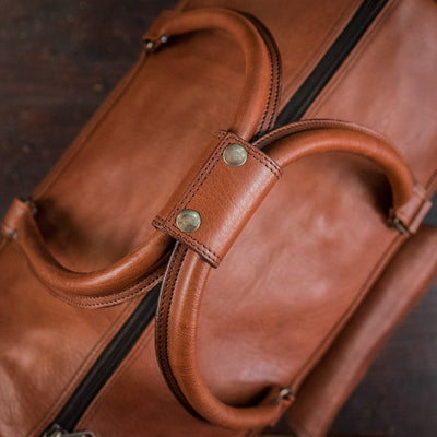 Men's vintage Buffalo Leather Duffle Bag | Amber detail