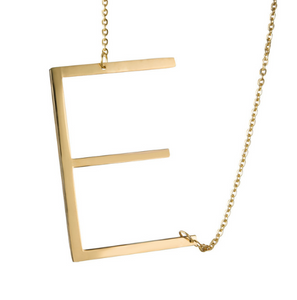Initial letter necklace gold E love is blind netflix