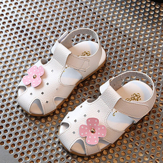 503bcf653 Hot Sale Kids Sandals Girl Baby Toddler Summer Shoes Soft Leather Children  Shoes Cute Flowers Girl s Sandals CSH313