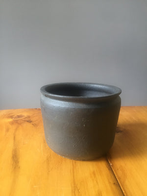 Black stoneware pot
