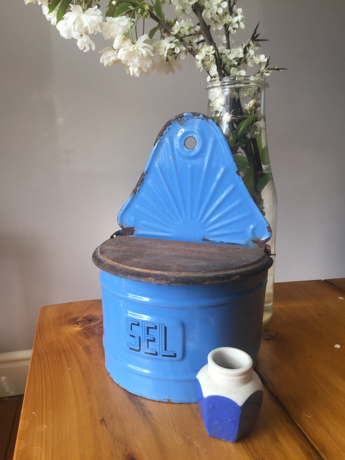 "Blue enamel salt ""sel"" container"