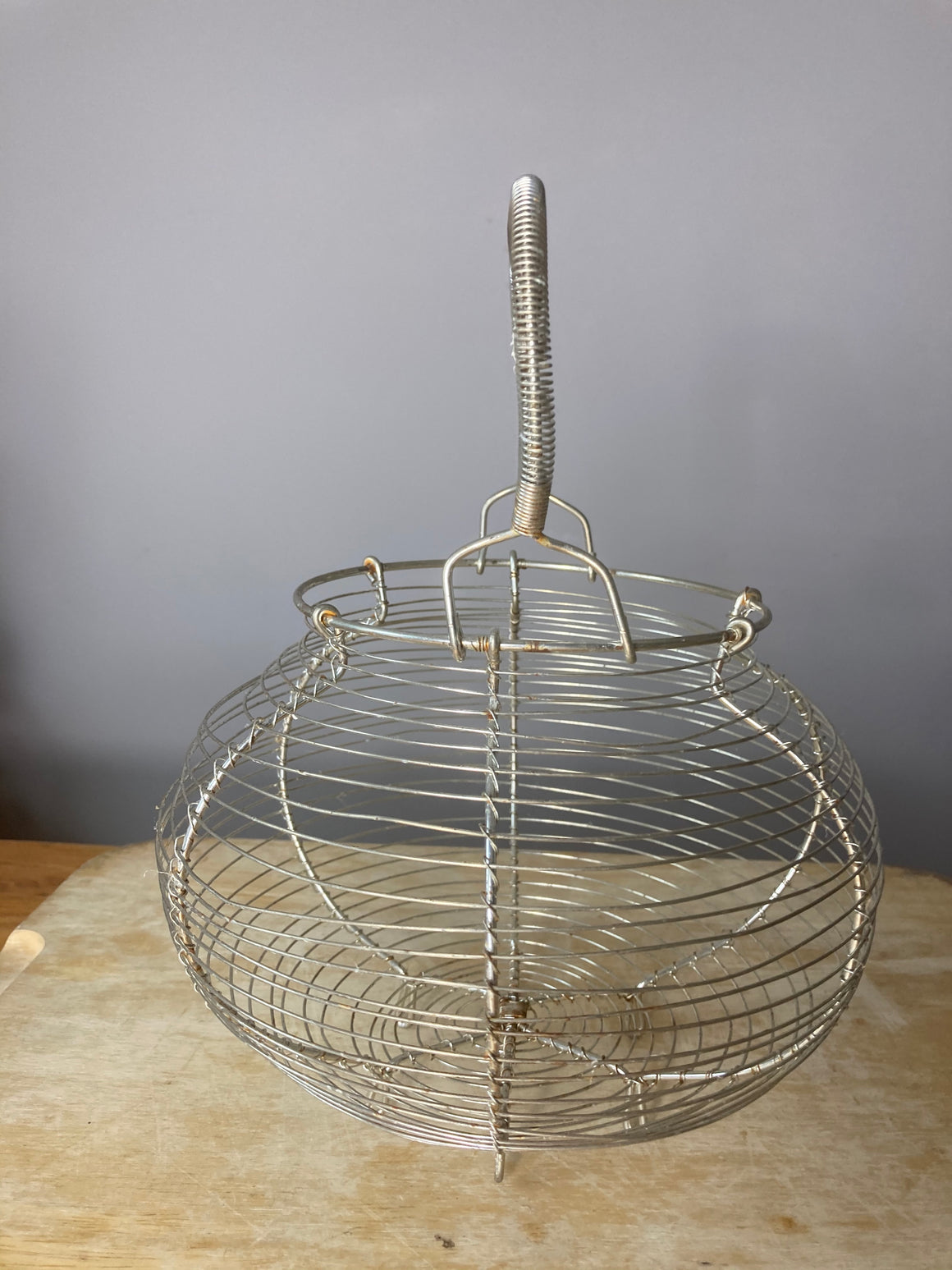 Round egg basket