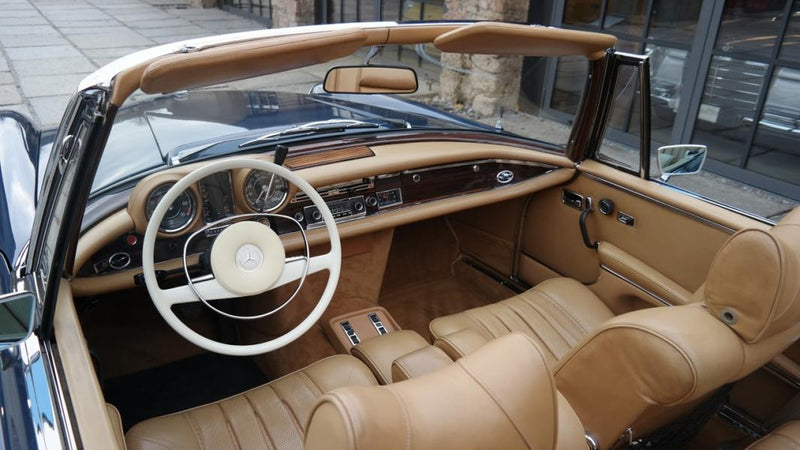 products/MyLambos-Mercedes-280-SE-3.5-Cabriolet-interior-2-bitcoin.jpg