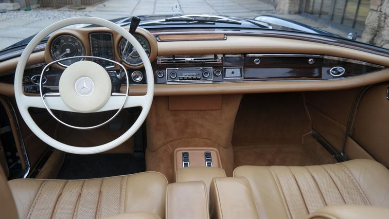 products/MyLambos-Mercedes-280-SE-3.5-Cabriolet-interior-3-bitcoin.jpg