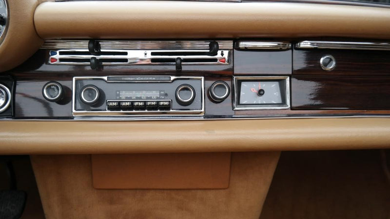 products/MyLambos-Mercedes-280-SE-3.5-Cabriolet-interior-4-bitcoin.jpg