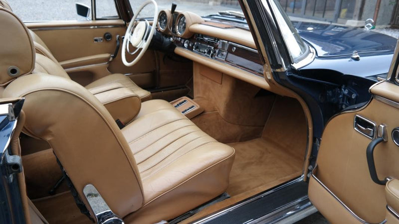 products/MyLambos-Mercedes-280-SE-3.5-Cabriolet-interior-7-bitcoin.jpg