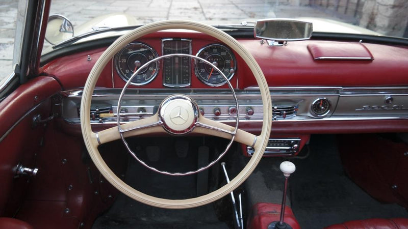 products/MyLambos-Mercedes-300sl-Roadster-1957-interior-4-bitcoin.jpg
