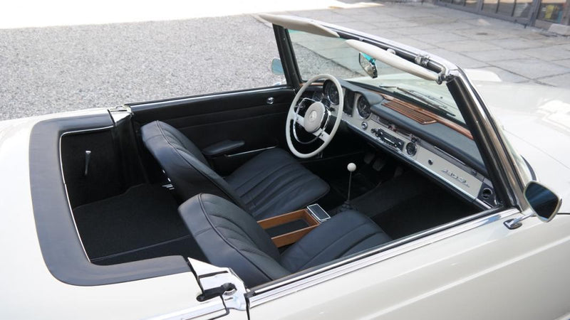 products/MyLambos-Mercedes-Benz-230-SL-Roadster-Pagode-interior-2-bitcoin.jpg
