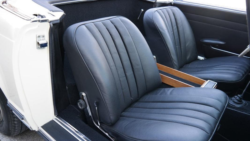 products/MyLambos-Mercedes-Benz-230-SL-Roadster-Pagode-interior-4-bitcoin.jpg