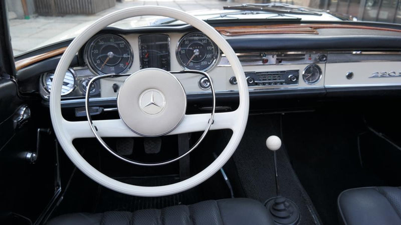 products/MyLambos-Mercedes-Benz-230-SL-Roadster-Pagode-interior-6-bitcoin.jpg