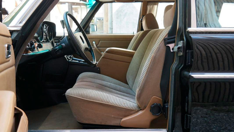 products/MyLambos-Mercedes-Benz-230C-Pullman-interior-3-bitcoin.jpg