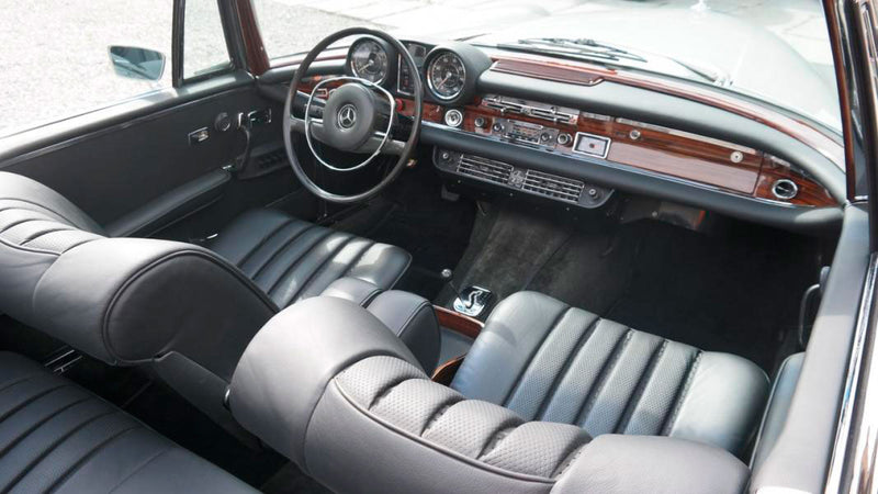 products/MyLambos-Mercedes-Benz-250-SE-Cabriolet-interior-2-bitcoin.jpg