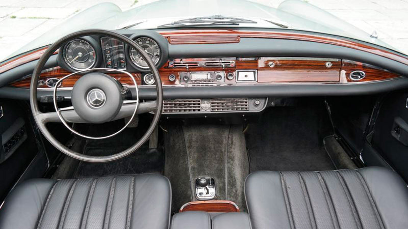 products/MyLambos-Mercedes-Benz-250-SE-Cabriolet-interior-4-bitcoin.jpg