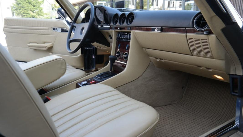 products/MyLambos-Mercedes-Benz-280-SL-interior-7-bitcoin.jpg