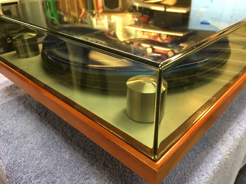 Oracle Audio Technologies Alexandria Turntable with Oracle Prelude Tonearm and Grado