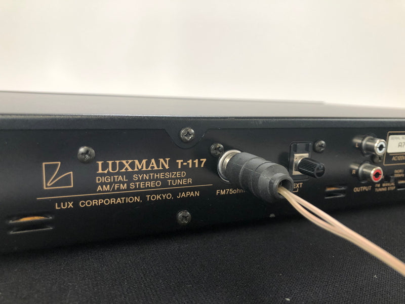 Luxman T-117 Digital Synthesized AM/FM Stereo Tuner