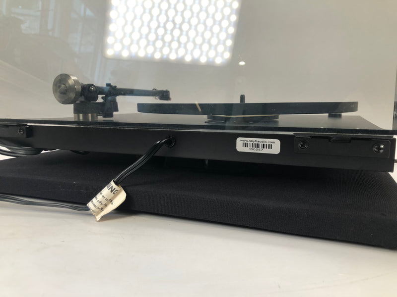 Rega Planar 3 (P3) Iconic Turntable with New Sumiko Cartridge