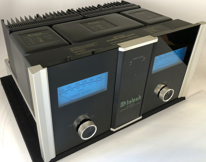 McIntosh MC252 Solid State Amplifier - 250W Per Channel