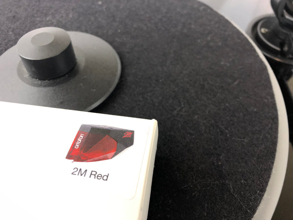 Music Hall mmf-7.1 Turntable with new Ortofon 2M Red