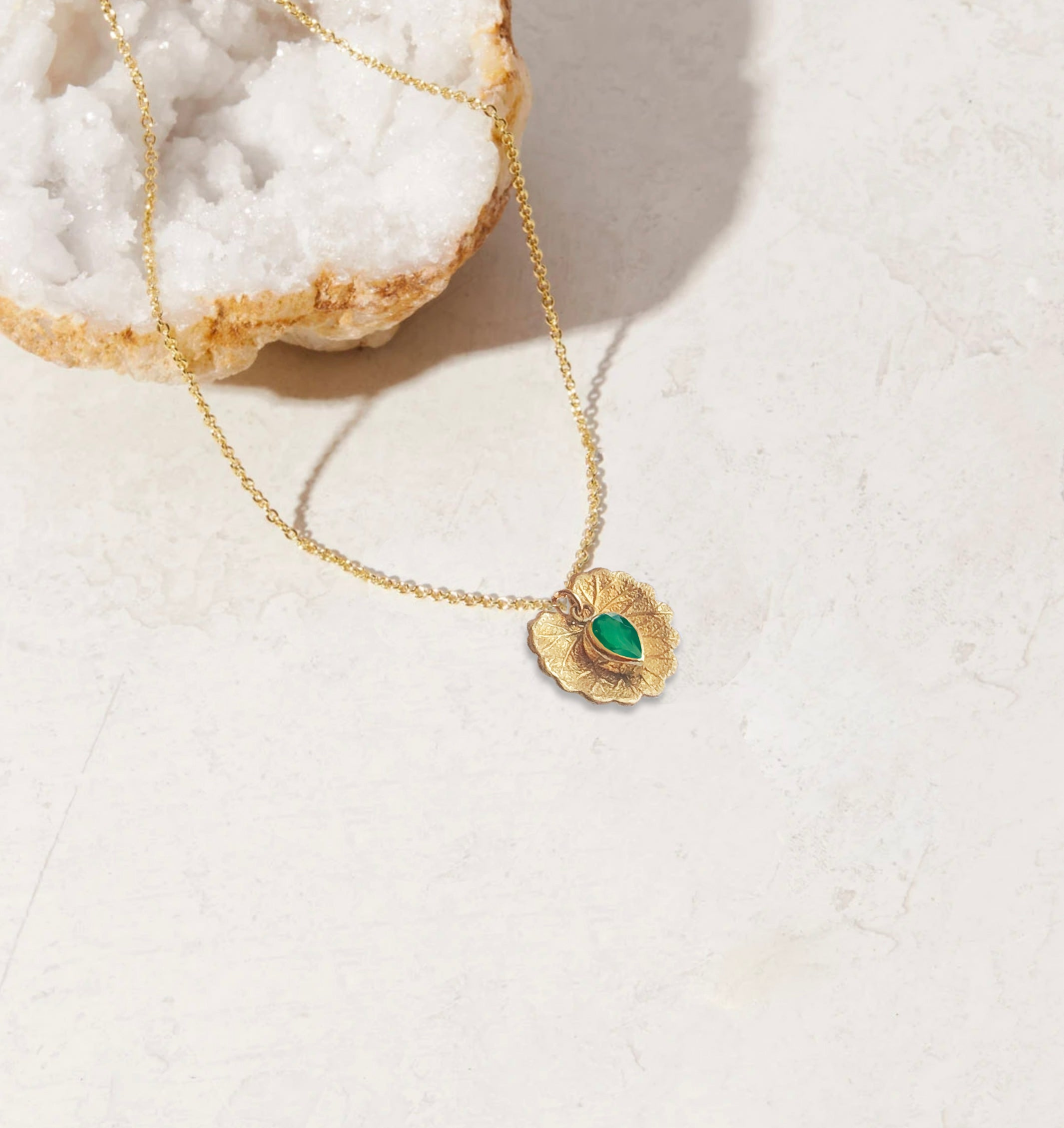 EMERALD PERFUME WITH NECKLACE | May