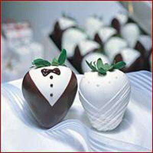 Wedding Chocolate Dipped Strawberries (12) - CupcakeDropoff .com