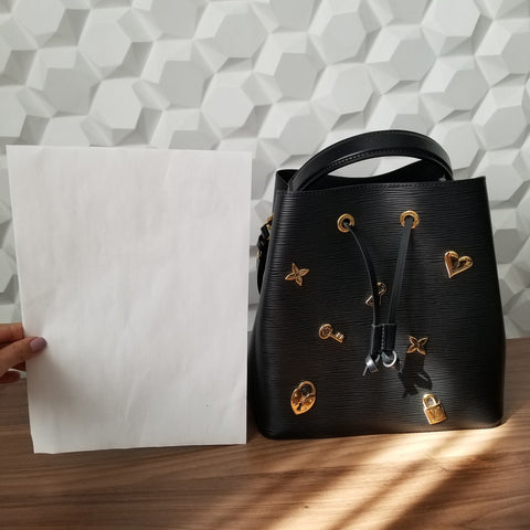 lv louis vuitton neonoe vs a4 paper document
