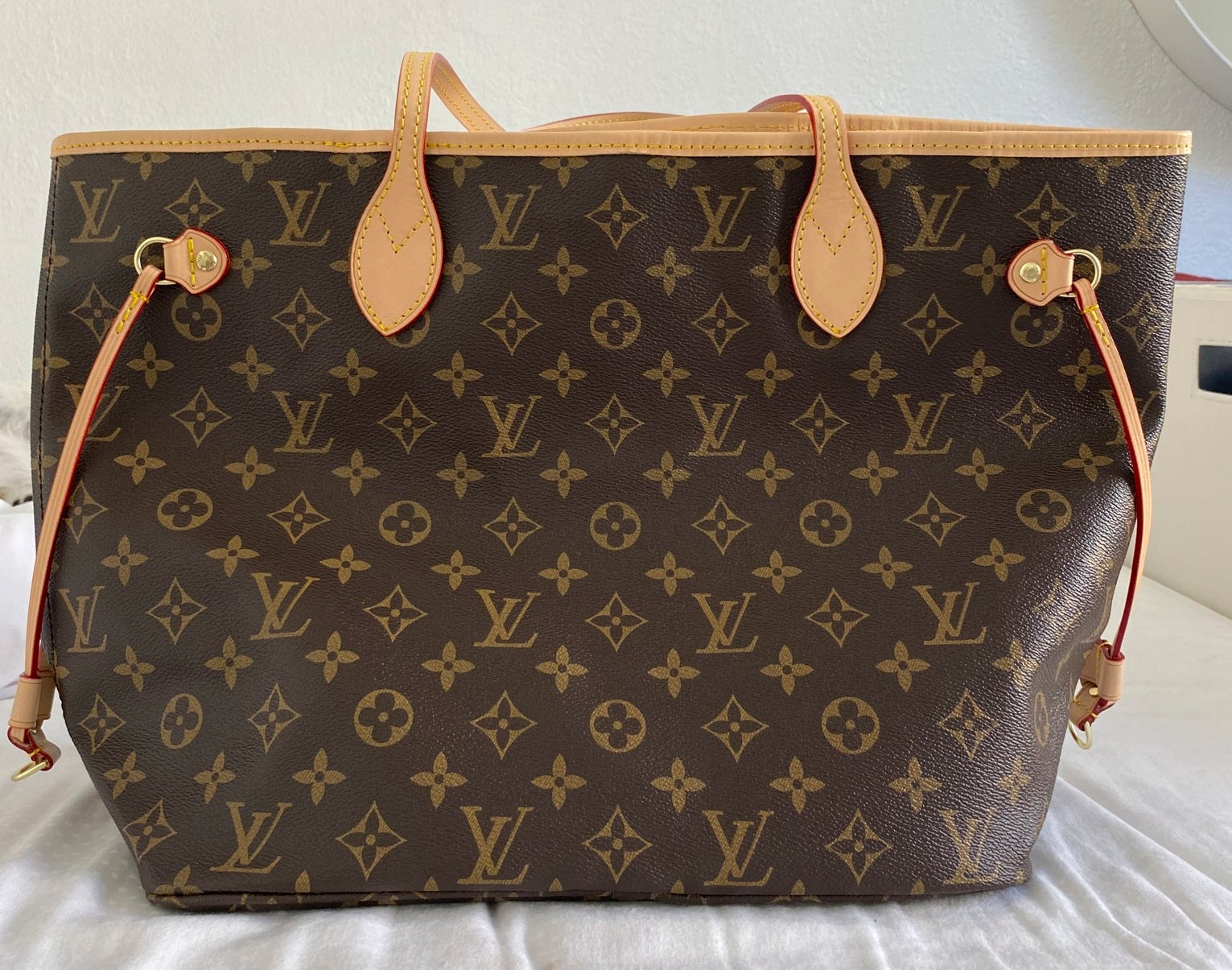 Fake Louis Vuitton Neverfull vs Real: Important Details You Should Definitely Pay Attention To (With Photo Examples) Neverfull Monogram overall view