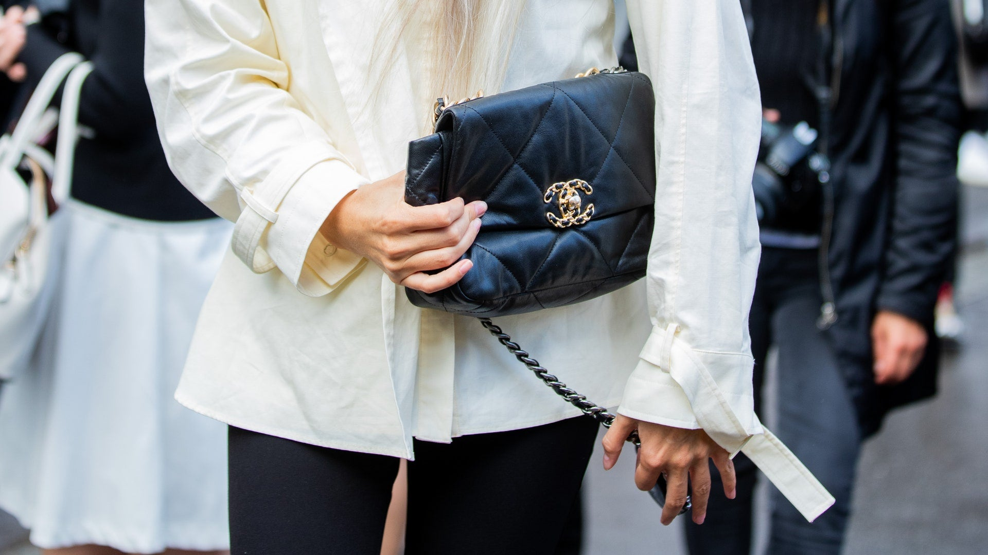 "Is Chanel 19 Bag Worth Buying? Ultimate New Chanel ""It"" Bag Review Chanel 19 black"