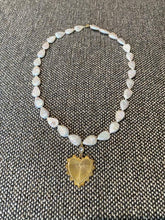 Load image into Gallery viewer, Teardrop pearl necklace with heart pendant
