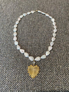 Teardrop pearl necklace with heart pendant