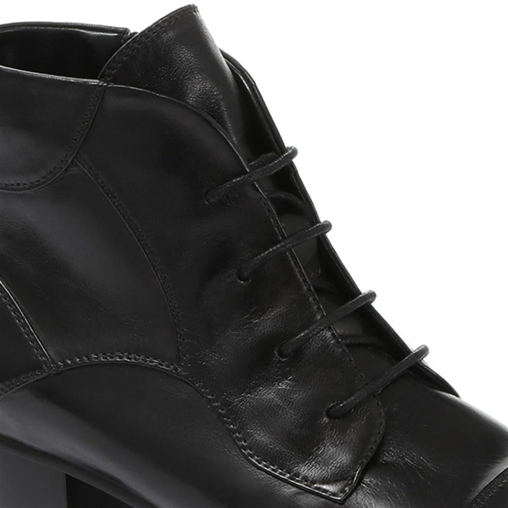 Lace-Up Leather Ankle Boot - SINO30503 / 316 158