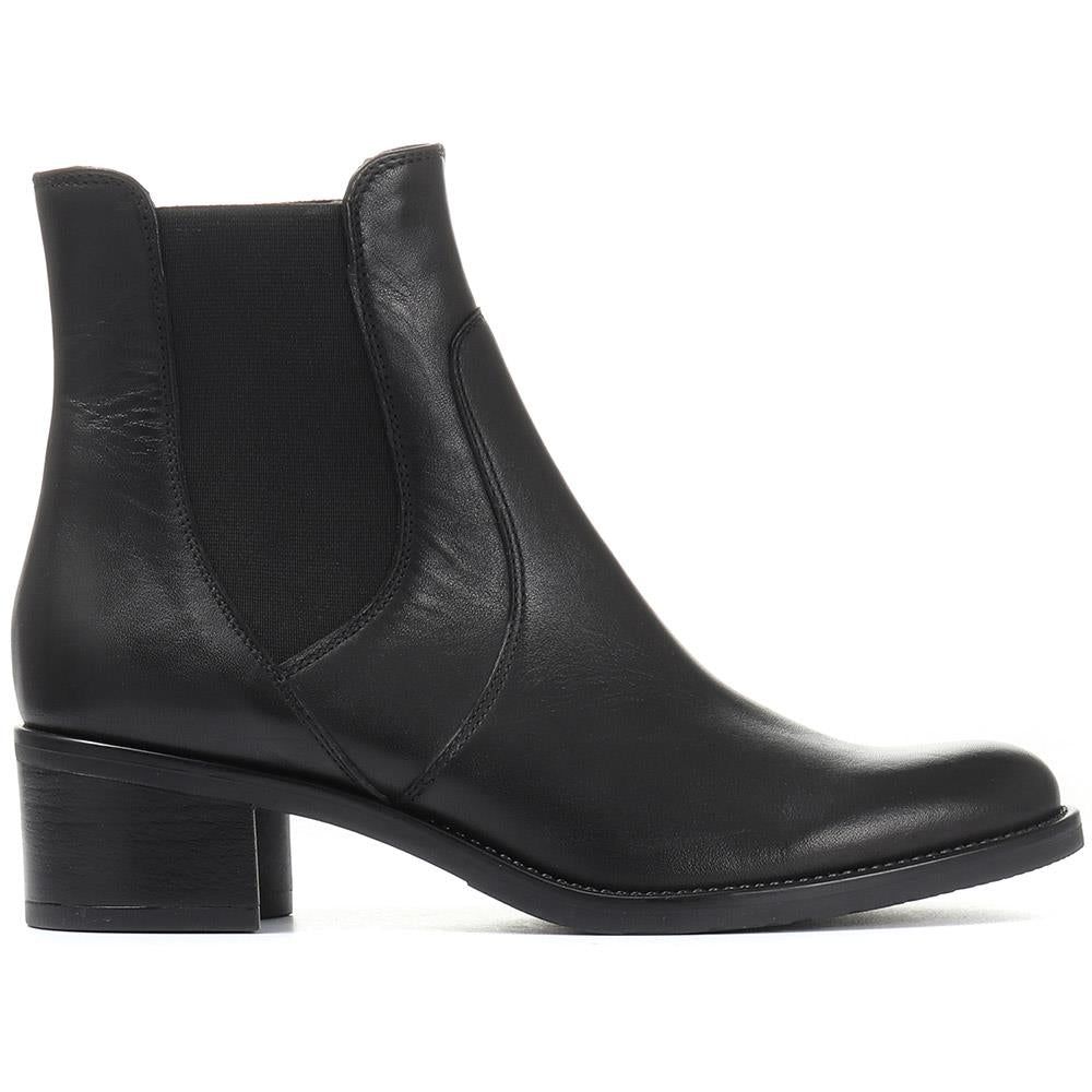 Leather Chelsea Ankle Boot - CARM30508 / 316 601