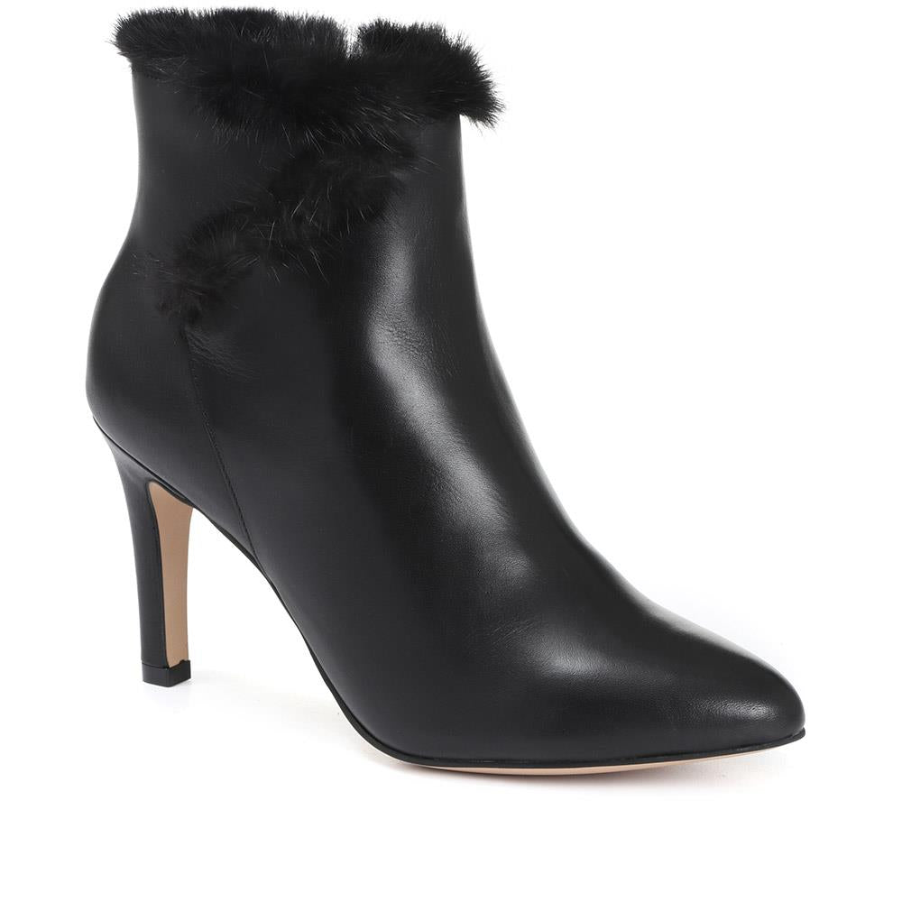 Faux Fur Trimmed Heeled Leather Ankle Boot - GVD30501 / 316 787