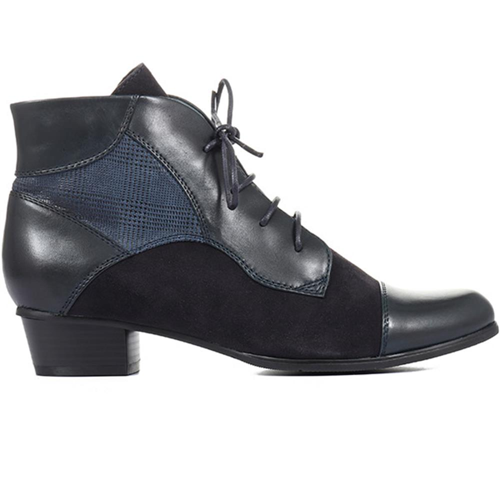 Sonia-123 Leather Ankle Boots - SINO30503 / 316 158