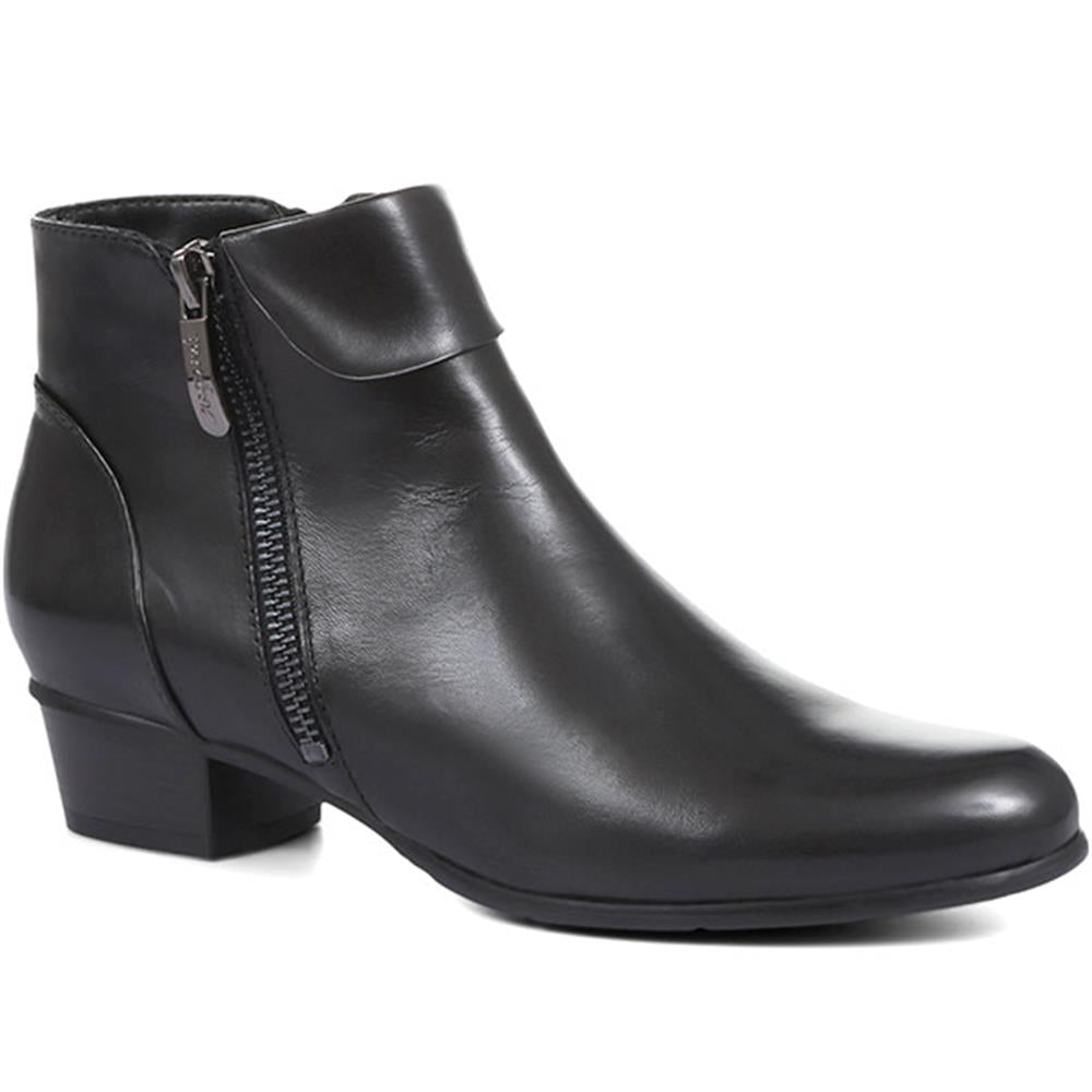 Stefany 33 Flat Leather Ankle Boots - SINO32528 / 319 616