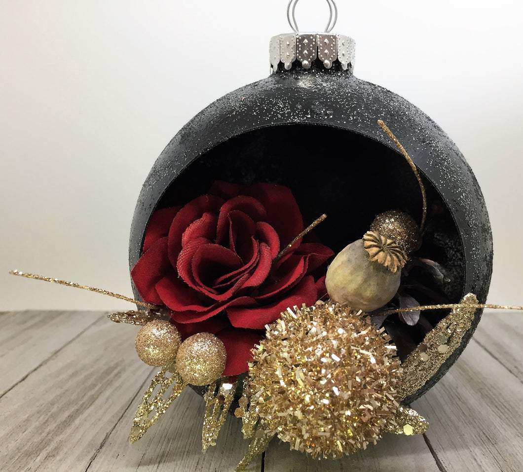 ROSES AND GOLD CHRISTMAS BALL