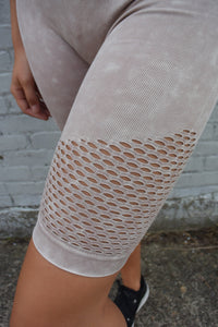 MINERAL WASH SEAMLESS PERFORATED BIKE SHORT