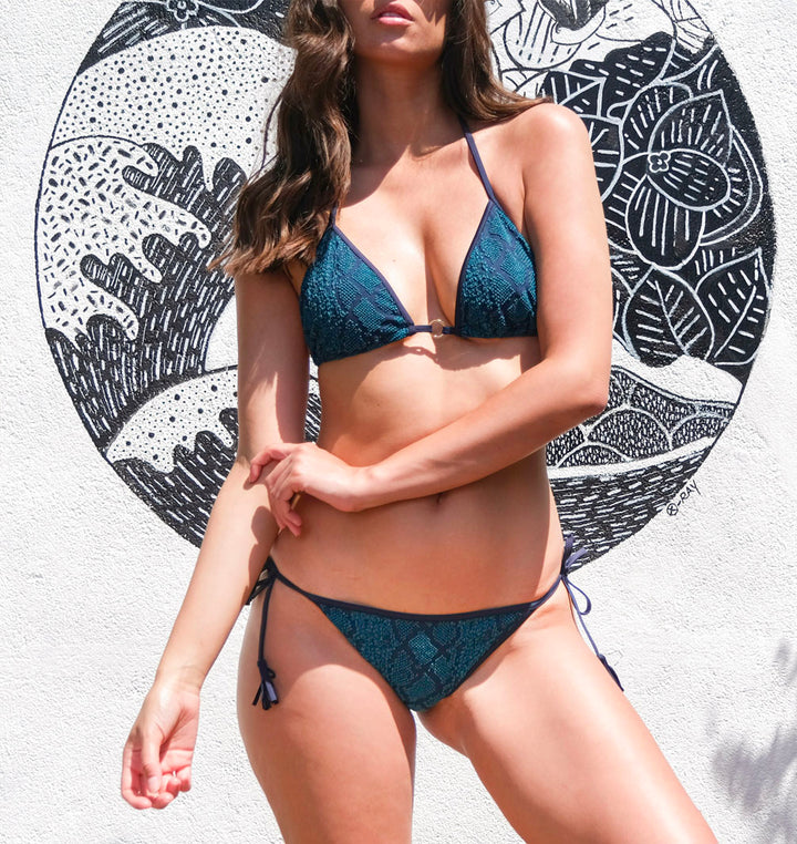 bikini motif animal serpent bleu, Baie Brune