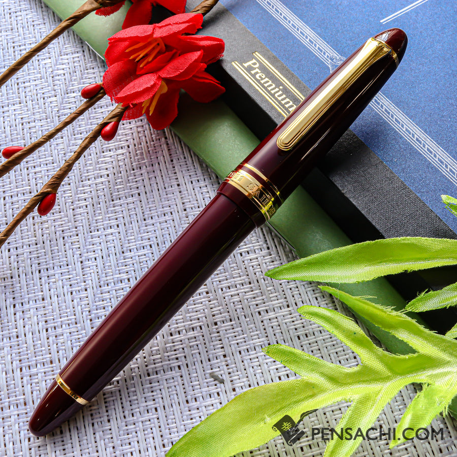 SAILOR 1911 Standard (Mid size) 21 Karat Gold Fountain Pen - Wine Red - PenSachi Japanese Limited Fountain Pen