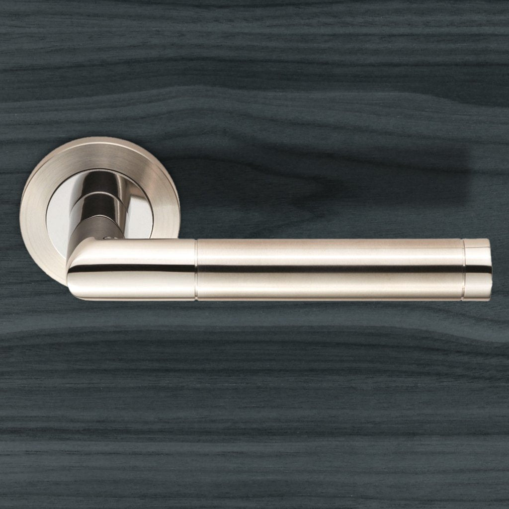 Steelworx SWL1192 Treviri Lever Latch Handles on Round Rose