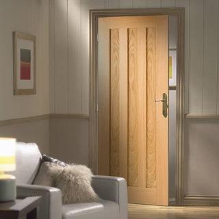 Image: Door and Frame Kit, Idaho Oak 3 Panelled Door