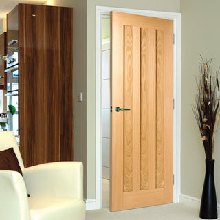 Image: idaho oak 3 solid panel door prefinished