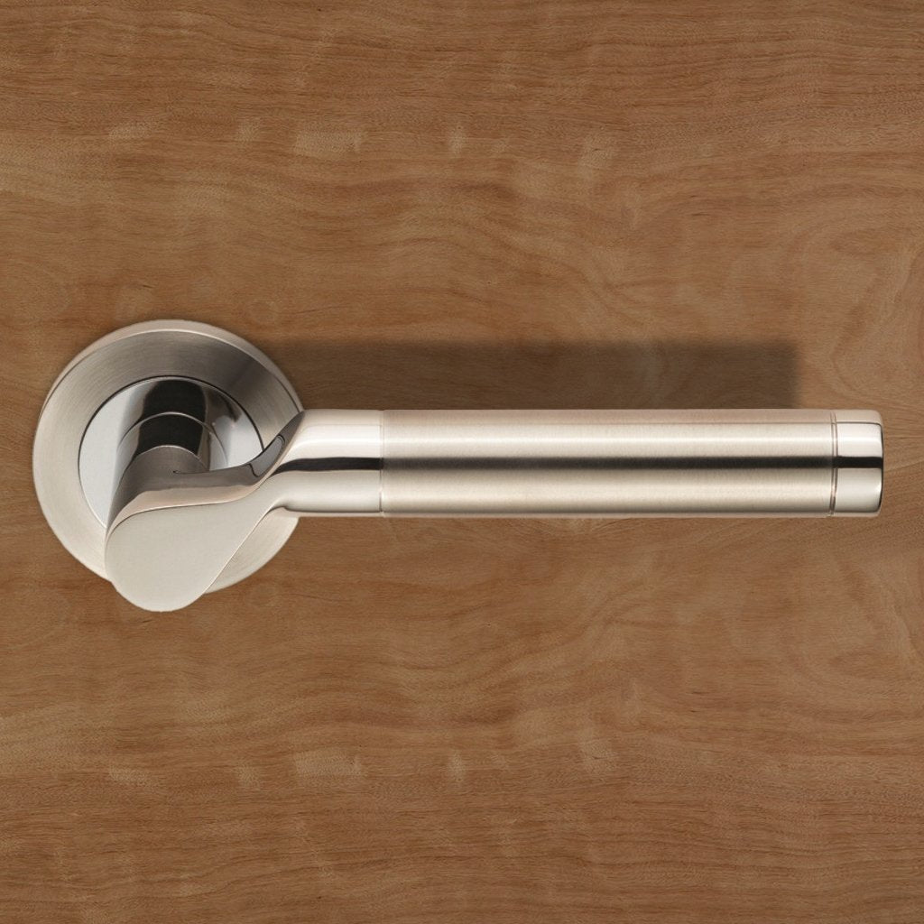 Steelworx SWL1009DUO Lucerna Lever Latch Handles on Round Rose